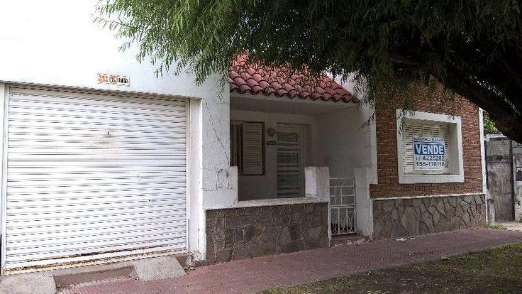 NANNI INMOBILIARIA MAT 793 VENDECASA DE 2 DORM, LIVING COMEDOR, ESTAR CON HOGAR, COCINA COMEDOR, BAÑO, AMPLIO FONDO CON DEPOSITO Y COCHERA.C...127778429