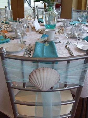 Details: Different ways to tie chair sashes