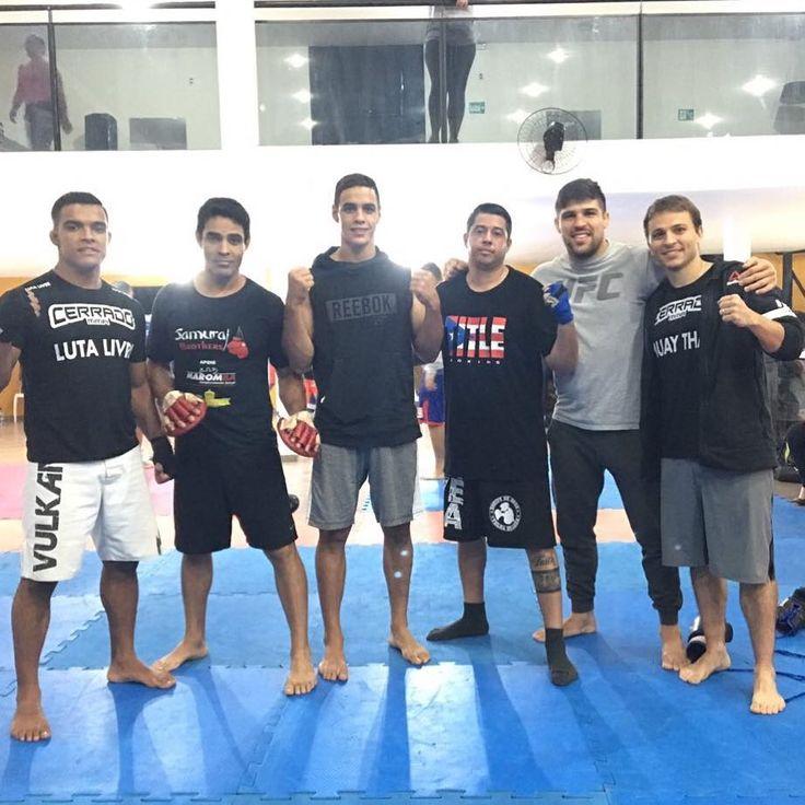 Aulão fera hoje aos comandos do professor samurai na academia golfinhos em São Sebastião junto com essas feras aí @gabrielbonfi @ismael.marreta @luquevicente @daniel.bev @cerradomma 🏆🏆🏆 #tmj #boxe #brasilia #samuraiteam #saosebastiao #boxing #cerradomma