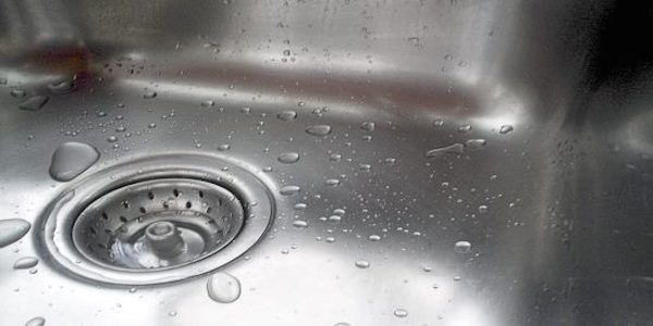 Stainless steel sink cleaning hack