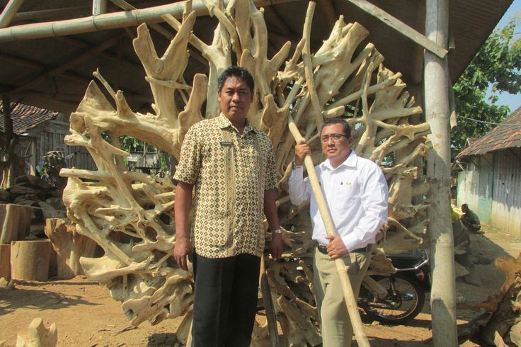 Kopinkra Jati Payung Mas   #handicraft #wood #beautiful #beauty #art #vigor #kerajinan #kayu #teakroot #akarjati #kuat #indah #keindahan #indonesia #indonesian #industri #jati #table #meja #tunggak #perabot #furniture #mebel #gembol #akar