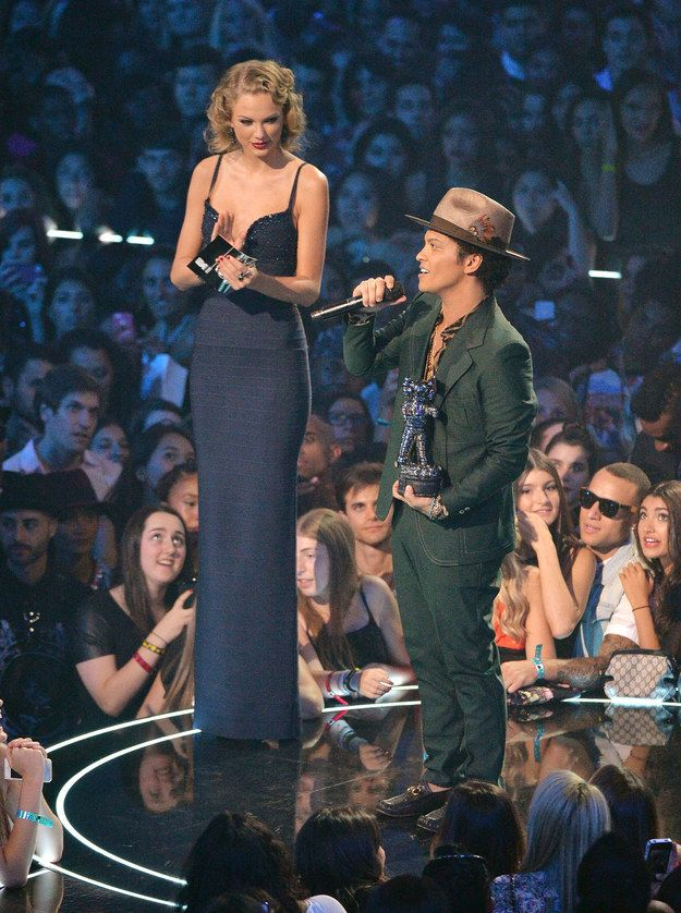 "32 Problems All Tall Girls Will Understand ""Wow, you're tall!"" Shut up."