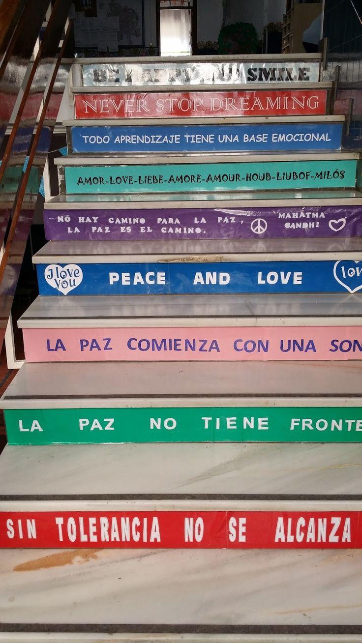 Terminadas nuestras escaleras, con nuestras frases y mensajes favoritos. Frases en español, inglés y palabras en diferentes lenguas decoran...