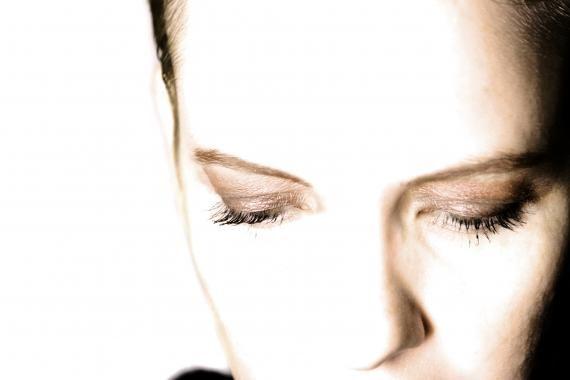 Quanto mais o tempo passa maior também é a necessidade de saber usar truques de maquiagem que possam garantir o visual desejado Mas com a pele já um pouco cansada é preciso cuidado - Veja mais em: http://www.vilamulher.com.br/beleza/maquiagem/maquiagem-para-pele-madura-32116.html?pinterest-mat