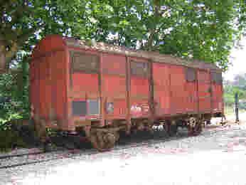 Ce wagon couvert est utilisé sur la SNCF depuis 1957. Les parois étaient pour les premiers construits en lattes de bois puis en panneaux de permaflex. Aptes à 120 km/h et même 140 km/h pour des Gss, ces wagons ont constitué série de plusieurs milliers d'unités.