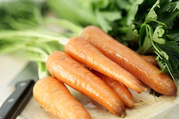 Lebensmittel der WocheKarotten statt Schokolade: Das orangefarbene Gemüse hilft genauso wie die Süßigkeit gegen Stress. Wir verraten,