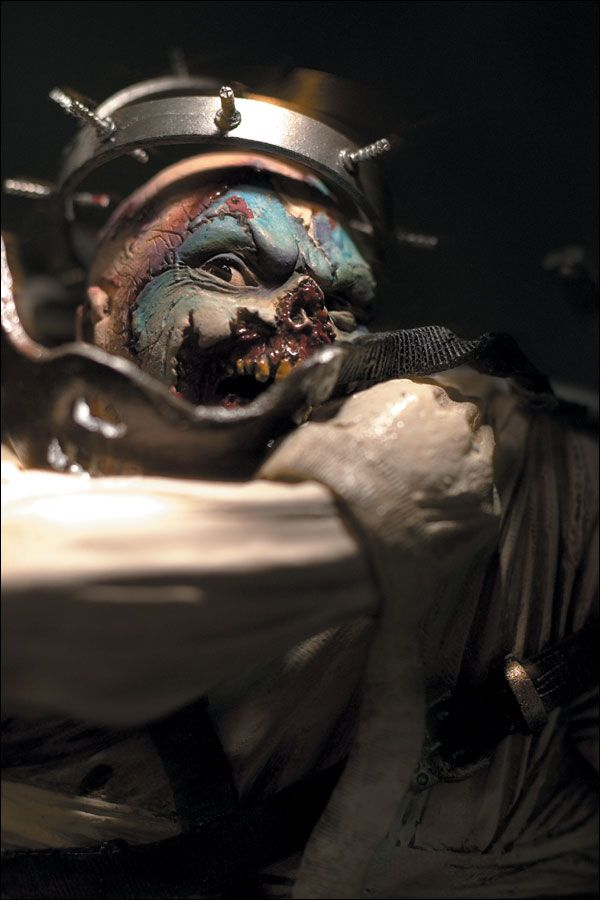 I miss my old Spawn Clown figure. He was one of my favorites but I lost him years ago. Looking back I think he may've actually escaped my apartment on his own. Mainly because hungry for people faces.