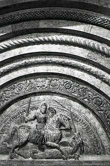Cattedrale di San Giorgio (Ferrara) -  Dettaglio della lunetta con San Giorgio in una foto di Paolo Monti del 1982. Fondo Paolo Monti, BEIC
