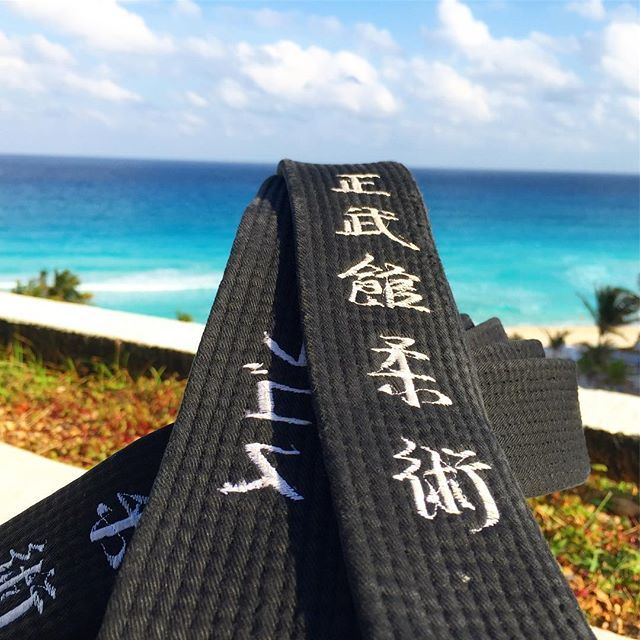 I never go anywhere without my belt 😊 // Az övem nélkül nem igazán szoktam sehova se utazni 😊 #szegedbudokan #martialarts #academy #mexico #cancun #blackbelt #travel #world #trip #holiday #vacation #caribbean #ocean #mypassion #lovewhatyoudo #training #practice #seibukan #jujutsu #seibukanjujutsu