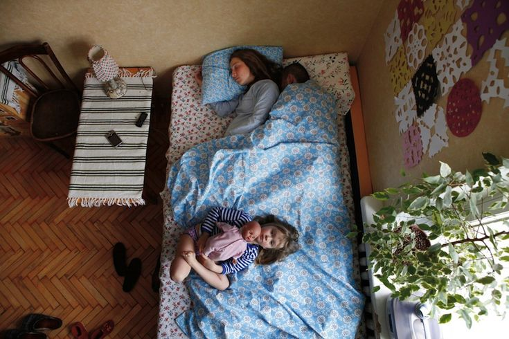 Jana Romanova - Portraits of sleeping parents-to-be