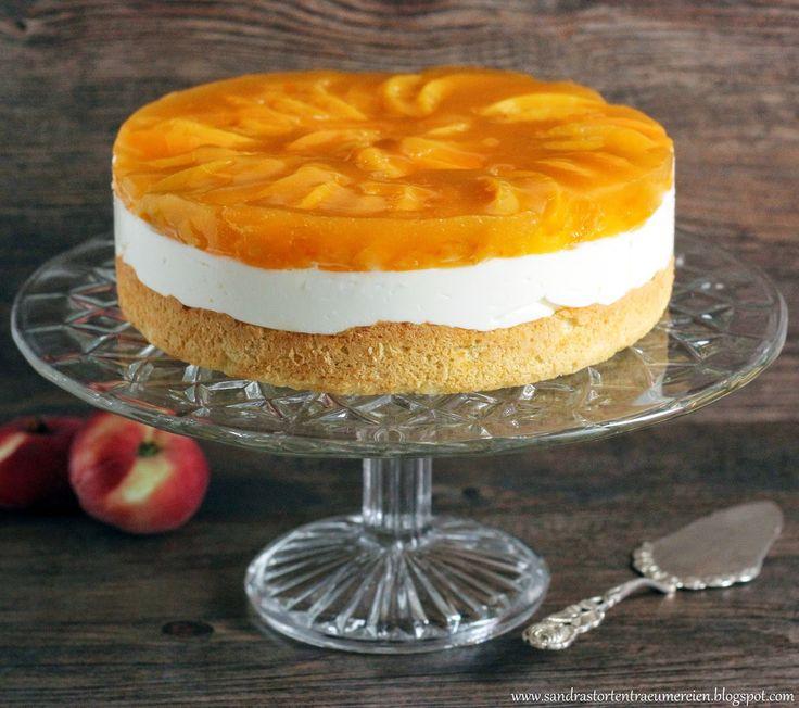 Kuchen mit paradiescreme und pfirsich