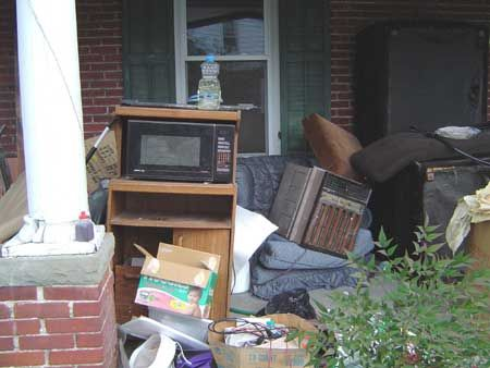 As a foremost Los Angeles junk removal and long beach junk hauling expert, Our junk removal service includes hauling your unwanted items such as garage and house clean-outs, storage units, yard waste, concrete, wood, spas, e-waste, clothing, office equipment and more.