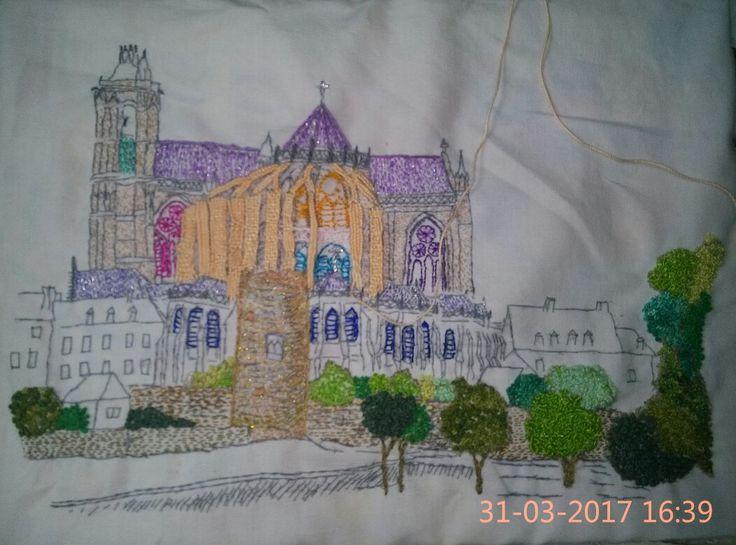 Cathédrale Saint Julien le Mans. Broderie en cours
