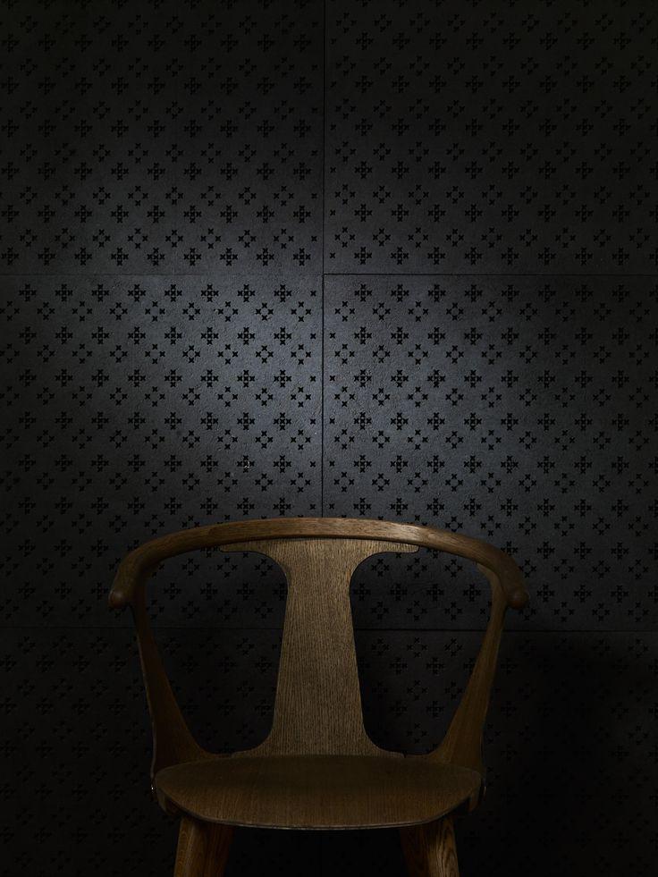 Innofusorin GranRu Pori ja Romance akustiikkatuotesarjat ovat saaneet inspiraationsa traditionaalisista ryijyistä. Suunnittelija Wilhelmiina Kosonen. Sarjassa yhdistyy kotimaisen ekologisen pintaturpeen luova käyttö pohjoismaiseen design -perinteeseen luoden täysin uudenlaisen akustiikkatuotesarjan. #habitare2014 #design #sisustus #messut #helsinki #messukeskus