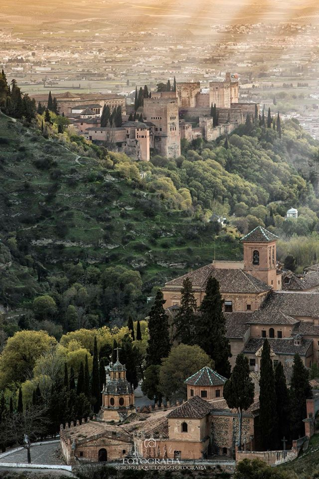 Wow, Granada! Must-visit! Join one of our bike tours with an e-bike! https://www.bajabikes.eu/en/bike-tour-granada/