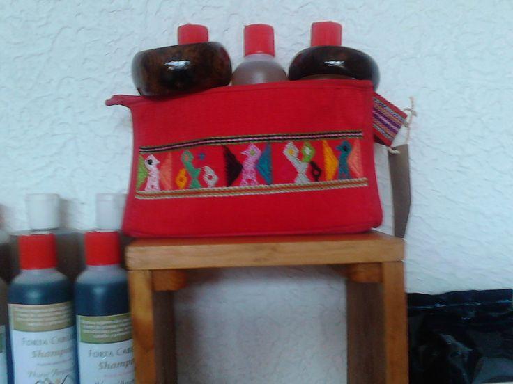 Cosmetiquera (makeup bag)