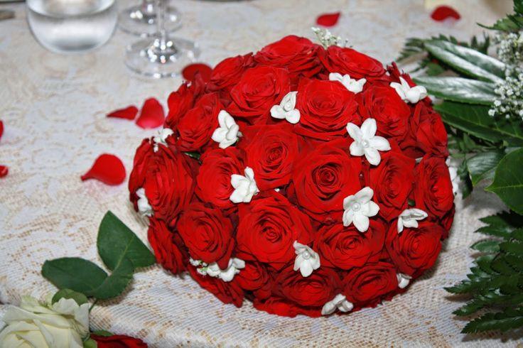 Floral decors can make the wedding venue memorable for you. Hire a talented Rome weddingflorist- Debra at http://www.romeweddingteam.com/rome-wedding-florist/.