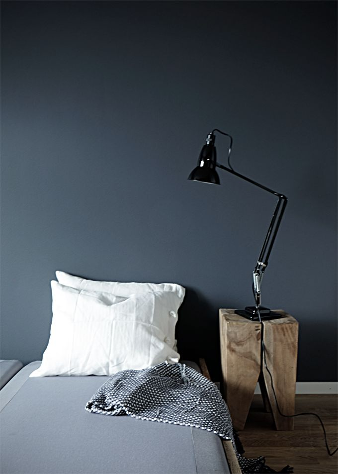 From this week   Dark greyish blue + Anglepoise lamp - Stil Inspiration