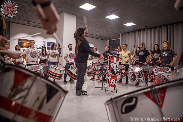 Workshop Αφροβραζιλιανικων Κρουστων με το μαέστρο της Batala Atenas Stavro Parceiro. Οι Batala Salonica στην πραγματικότητα είναι μόνο μία από τις 32 μπάντες Batala σε όλον τον κόσμο!   Οι Batala είναι ένας ισχυρός συνδυασμός τυμπάνων και χορού, που αποτυπώνει τη δύναμη και τη ζωντάνια της Βραζιλιάνικης κουλτούρας δημιουργώντας ένα ενθουσιώδες και εθιστικό μείγμα χρωμάτων, ρυθμού και κίνησης.