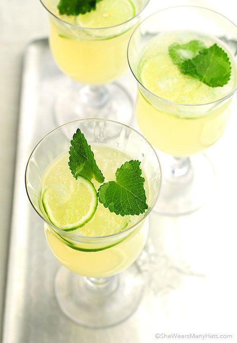 Honey Lemon Balm Spritzer Recipe | http://shewearsmanyhats.com/honey-lemon-balm-spritzer/