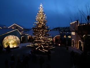 Velkommen til jul i Kongeparken! Julen er barnas høytid og i Kongeparken byr vi på tradisjon, nostalgi og god, gammeldags julefeiring for hele familien.
