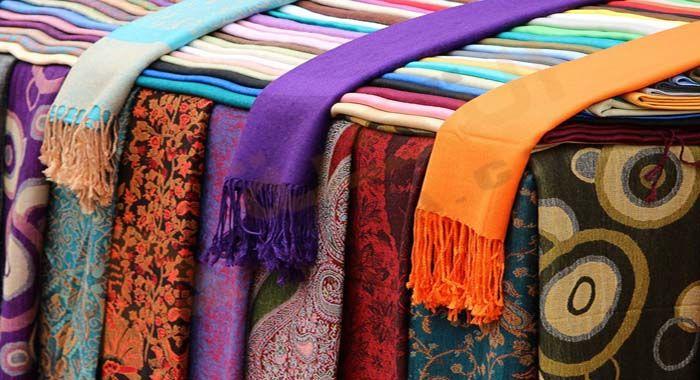 تفسير حلم رؤية الطرحة في المنام دلالات الطرحة في الحلم للعزباء والمتزوجة والحامل معنى الطرحة الحمراء رمز طرحة العروس Wool Pashmina Pashmina African Clothing