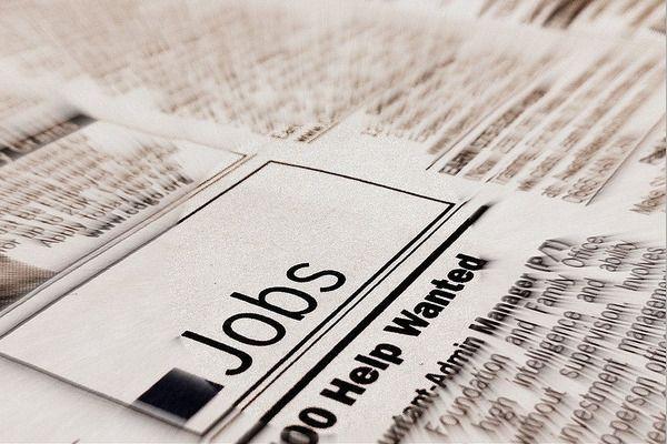 Gut bezahlte Jobs ohne Studium: - Pilot, Fluglotse und Vorfeldmitarbeiter - Mechatroniker - Vorstandsassistent - Technischer Zeichner - Binnenmatrose - Chemielaborant - Steuerberater