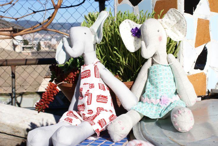 Animales tilda. Elefante y jirafa, mis favoritos. Elaborados con telas patch de primera calidad,  son un regalo perfecto. Cada uno de ellos es único una artesanía fruto de muchas horas de trabajo. A partir de 25€