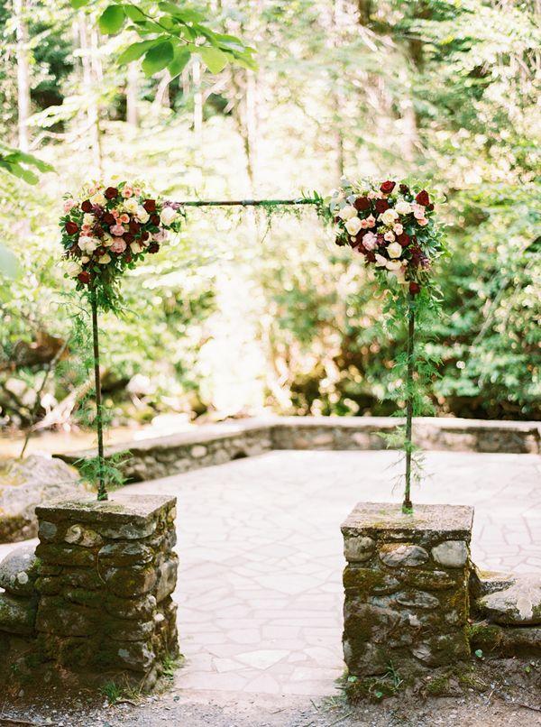 Somrigt skogsbröllop: Claire + Jon