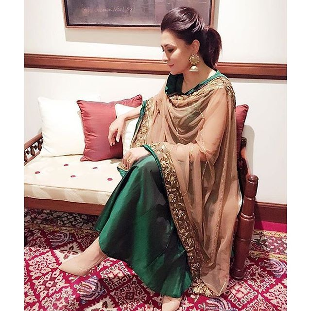 indianstreetfashion: We loved Mini mathur's emerald green and beige nude dupatta .. Simple  elegant and definitely a chic Indian outfit choice !