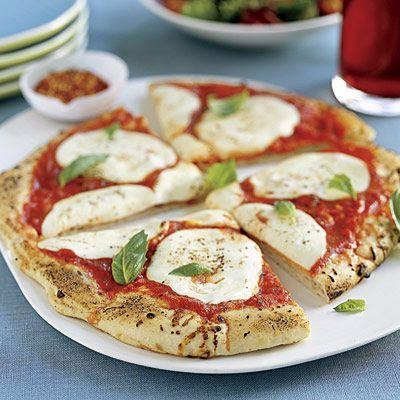 Пицца с помидорами и моццареллой https://foodmag.me/pitstsa-s-pomidorami-i-motstsarelloj  Время приготовления: 60 мин. Сложность приготовления: Просто Количество порций: 4 Количество ингредиентов: 10  Ингредиенты: веточки базилика – 2 шт.. дрожжи – 7 г,. моццарелла – 250 г>Для теста:. мука – 2 стакана. оливковое масло – 2 ст. л.. помидоры – 2 шт.. растительное масло – 2 ч. л.. соль. черный молотый перец. щепотка соли.  Этапы приготовления: В большую миску просеять муку, добавить дрожжи и…