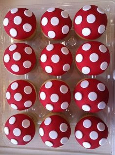 polka dot cupcakes! #delicious #stayconnected