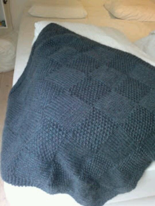 Tæppe. Firkanter af perlestrik og glatstrik