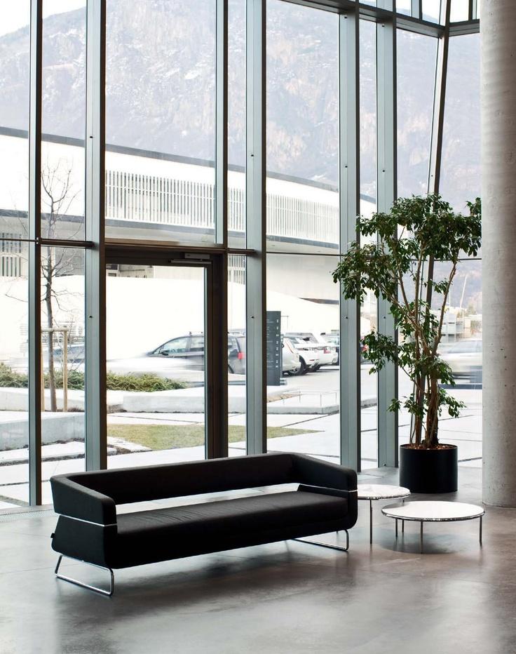 Colección de sofás, butacas y sillas modelo Matrix de La Cividina diseñado Mauro Fadel pensado para zonas de espera ,areas lounge. Mobiliario de diseño para oficinas, contract o hogar . (Espacio Aretha agente exclusivo para España).
