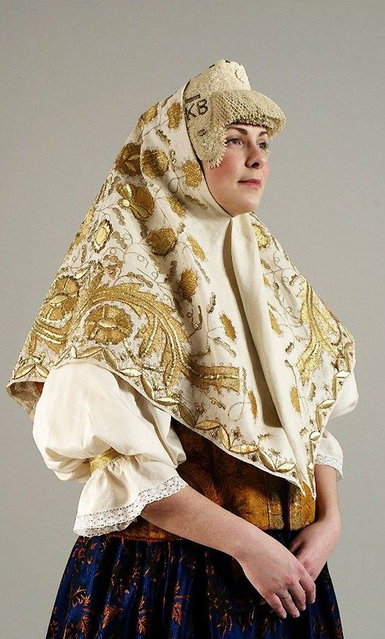Festive head wear of a married woman from Kargopol Region, Olonetsk Province, Russia. Kokoshnik: beads, mother of pearl, pearls; shawl: gold embroidery. 19th century. Authentic specimen from the State Russian Museum. #folk #Russian #national  #costume