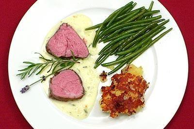 Kalbsfilet an Lavendelsoße mit Kartoffelschmarrn und Butterböhnchen - Rezept