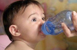 Combate la deshidratación de los más pequeños con estos sencillos consejos. #Consejos #Mamás #TheTaiSpa #Tips