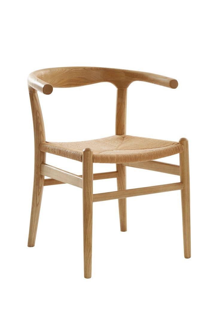 Stol i robust alm med sits i papperssnöre, blir en vacker kontrast och ger en bra sittkomfort. Material: Trä och papper. Storlek: Höjd 74 cm, bredd 44 cm, djup 46 cm, sitthöjd 45 cm.  Beskrivning: Stol av alm med sits av papperssnören. Tips/råd: Du behöver inte ha likadana stolar runt ett bord. Udda är snyggt och praktiskt när ni blir många runt matbordet.