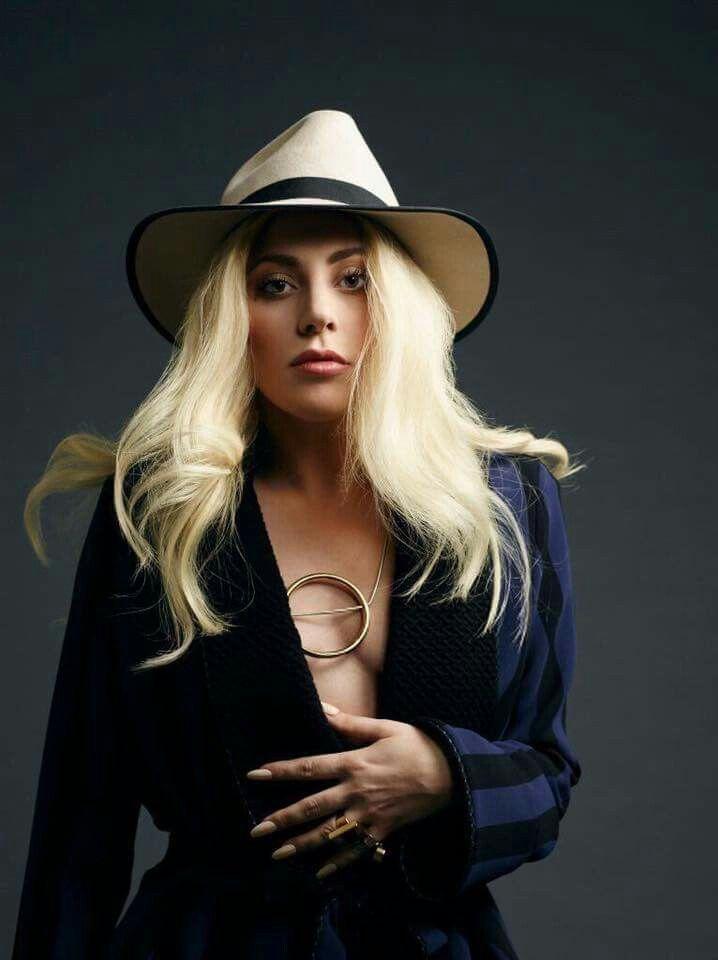 Lady Gaga Saiba mais sobre 25 VOZES QUE MUDARAM A  HISTÓRIA DA MÚSICA no nosso E-Book Gratuito. Clique na foto para fazer Download!