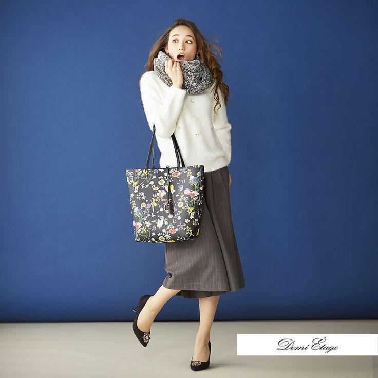 スカーチョに合わせてスヌードもグレーに。トレンドの花柄が可愛いバッグはリバーシブル♪ #maria_coordinate #大人カジュアル #demi_etage #ドゥミエタージュ #ootd #fashion #winter #冬コーデ #ニット #スヌード #グレー #花柄 #バッグ