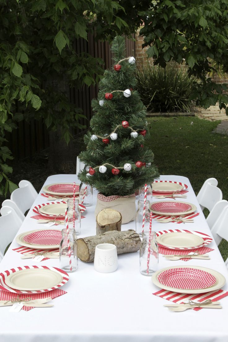 Christmas table setting using hiPP plates and napkins as well as a whole range of festive products available online at The Paper Lantern.