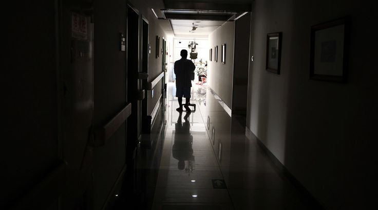 Demolition team dismantle Chinese hospital with patients & doctors inside  http://pronewsonline.com/pronews-blog  © David Gray