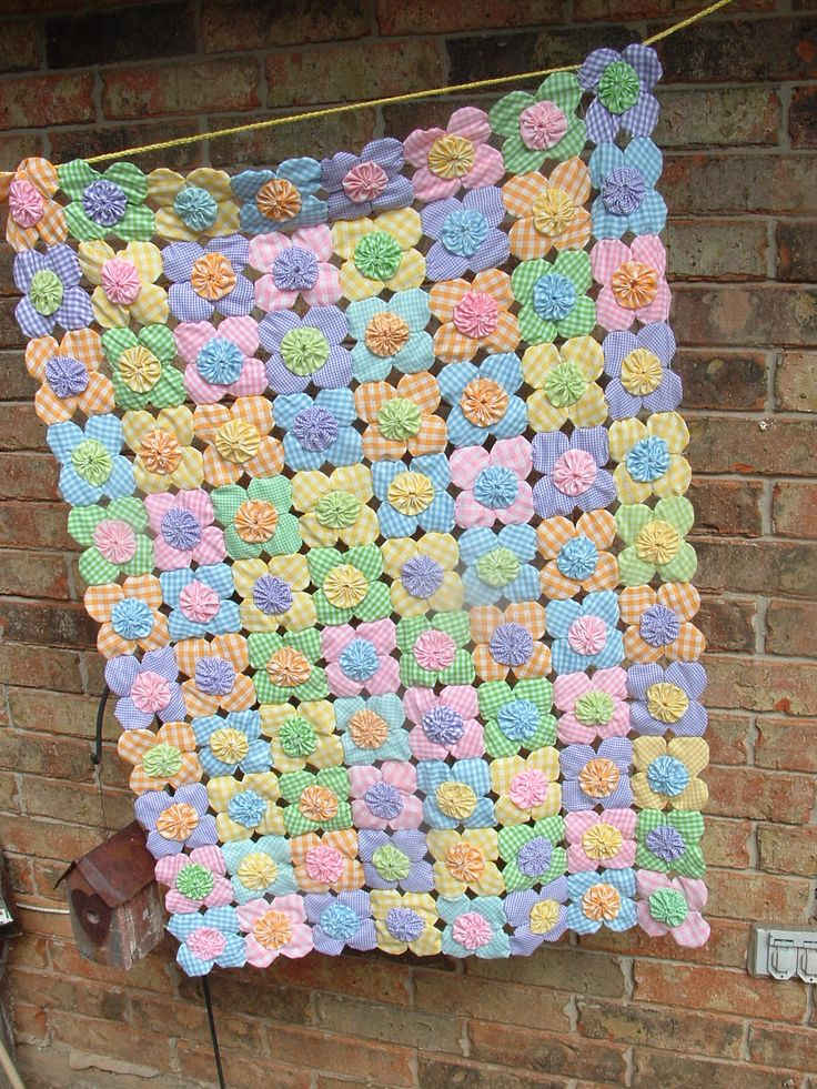 yo yo quilt made with pastel ginghams