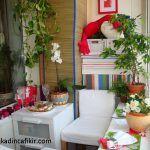 Kapalı ve bitkilerle donatılmış balkon dekorasyonu modeli