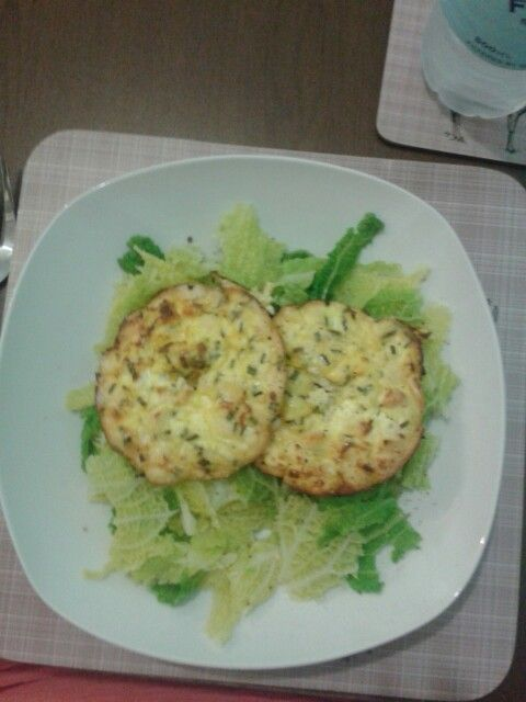 Cambridge Meals SS+ - garlic chicken and chive quiche with cabbage. 200kcal.
