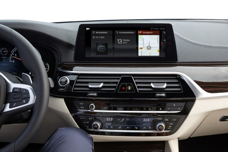 2017 BMW 5-Series center console with 10,25-inch screen for navigation, telephone, radio and other important vehicle information.