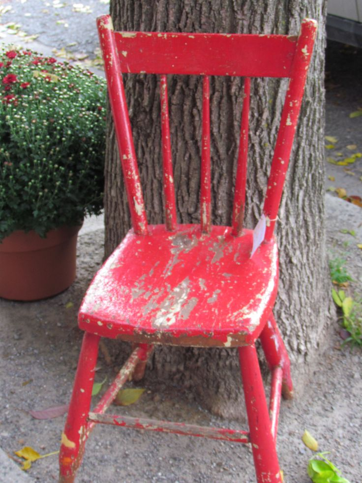 we LOVE shabby chairs ~ naturally aged ~ especially for the porch ~ if this is something you're looking for, let us know & we'll be happy to go hunting...  www.mariposadesign.ca