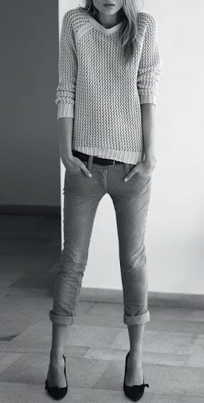 Cuffed skinny jeans + classic pumps. Simple