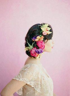 編み込みに鮮やかな生花で *ウェディング 花飾りのヘッドアクセ 一覧*