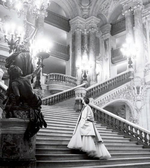 Tulle ball gown by Christian Dior on the grand staircase at the Paris Opera, 1948, a photo by Clifford Coffin